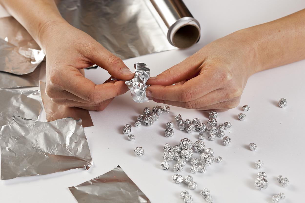 KROK I – Formowanie kulek z folii aluminiowej